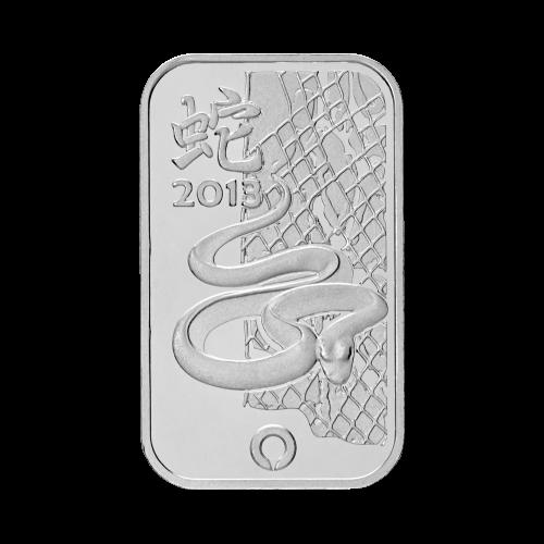 """Eine Schlange vor einer Säule, mit dem chinesischen Schriftzeichen für """"Schlange"""" und die Worte """"PAMP 2013 The Lunar Calendar Series Snake"""" (PAMP 2013 die Mondkalender Serie Schlange)."""