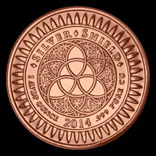 """Das revidierte Silver Shield Logo, mit dem Trivium in der Mitte, eingekreist von den Worten """"Silver Shield 1 AVP ounce 2014 .999 Pure CU"""" (Silver Shield 1 AVP oz 2014 .999 Reines KUPFER), umgeben von Kugeln."""