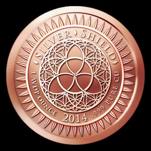 """Das revidierte Silver Shield Logo, mit dem Trivium in der Mitte, eingekreist von den Worten """"Silver Shield 1 Troy ounce 2014 .999 Pure CU"""" (Silver Shield 1 Troy-oz 2014 .999 Reines KUPFER), umgeben von 47 Kugeln."""
