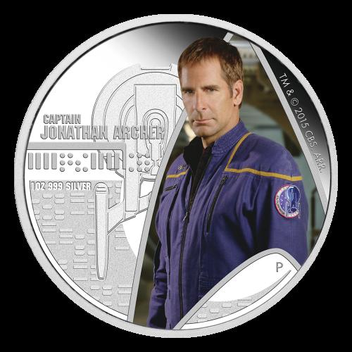 """Erste Münze: Captain Archer im Wappen der Sternenflotte in Farbe dargestellt. Die U.S.S. Enterprise NX-01 von oben mit Reliefprägung und die Worte """"Captain Jonathan Archer"""". Zweite Münze: Eine Reliefprägung der U.S.S. Enterprise NX-01 über einen farbigen"""