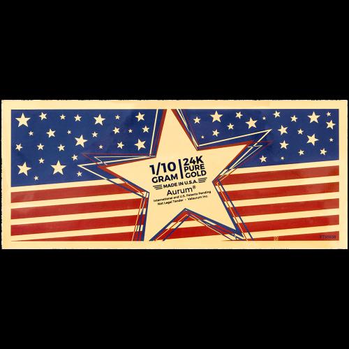 """Eine stilvolle amerikanische Flagge und die Worte """"24k Pure Gold 1/10 Gram Made in U.S.A Aurum International and US Patents Pending Not Legal Tender ValAurum"""" (24k reines Gold 1/10 Gramm Hergestellt in den U.S.A Internationales und US Patent angemeldet ke"""