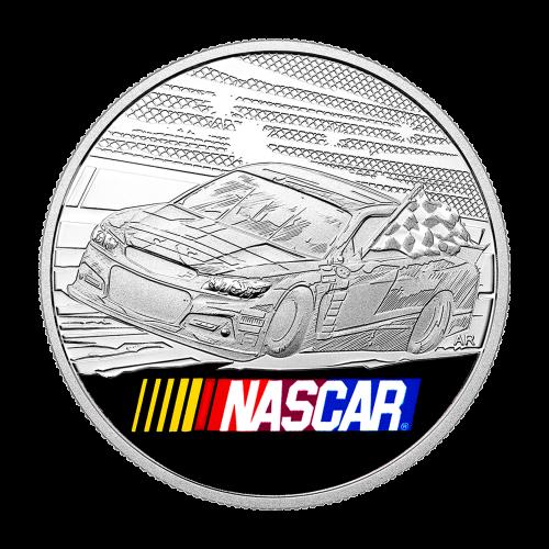 """Die Vorderseite zeigt einen Rennreifen und die Worte """"NASCAR® 2016"""""""