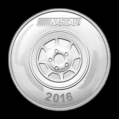 Ein Bild eines Fahrers, während einer Siegerrunde, mit einem eingefärbten NASCAR® Logo.