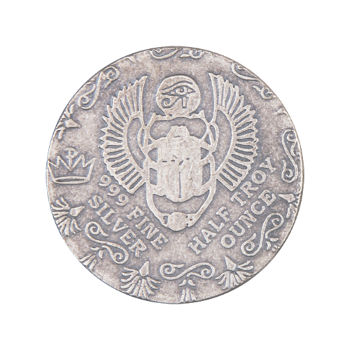 """Ein Skarabäus mit ägyptischen Designs und die Worte """"999 Fine Silver Half Troy ounce"""" (999 Feinsilber halbe Troy-oz)"""