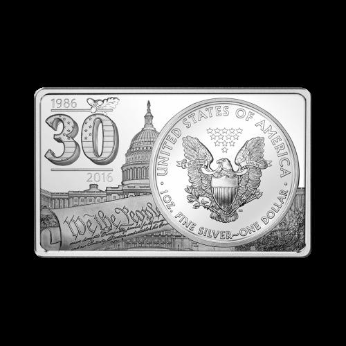 """Rückseite der amerikanischen Adler Silbermünze mit einem fliegenden Adler nahe einer Bergkette und die Worte """"30th Anniversary of the Silver Eagle Coin 2 oz Ag 999"""""""